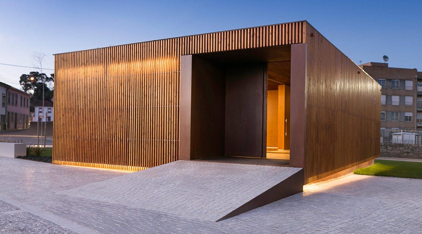 Fasado dailylentės iš termo medienos